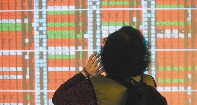 台股昨(31)日受美股大跌影響跳空開低,不過內外資重新回籠,加權指數終場上漲27...