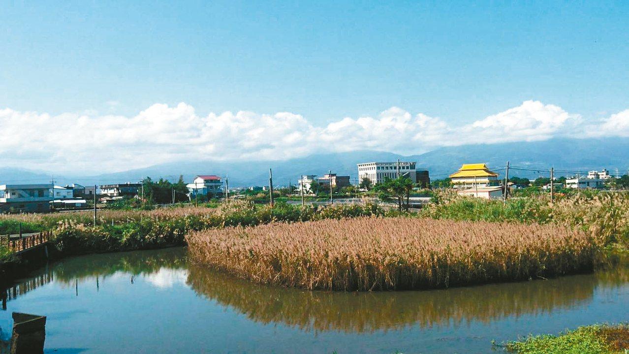 登上社區瞭望台可見後埤臨海美景,是社區最好的鄉土課程教室。 張永德/提供