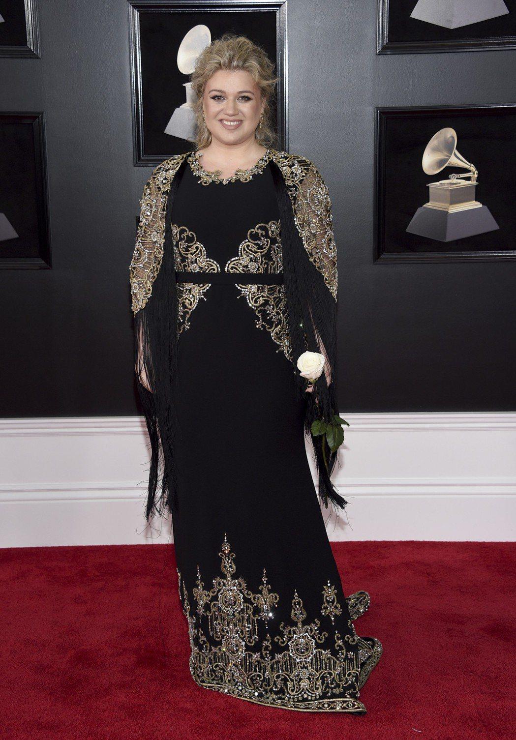 凱莉克萊森現身葛萊美獎紅毯。 圖/美聯社