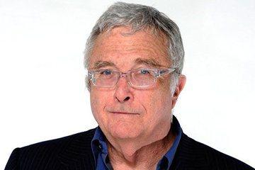 風格諷刺的知名作曲家蘭迪紐曼(Randy Newman),今天在第60屆葛萊美音樂獎頒獎典禮,以挖苦俄羅斯總統蒲亭(VladimirPutin)的歌曲抱回最佳伴唱器樂編曲獎。法新社報導,蘭迪紐曼以「...