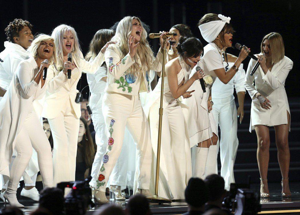 惡女凱莎(Kesha)今天在葛萊美獎頒獎典禮上獻唱「祈禱」(Praying)一曲