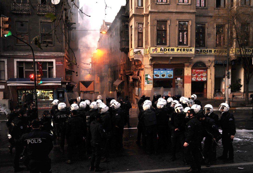 土耳其曾指控PKK為多起恐攻主謀,並表示此次的橄欖枝行動是以「恐攻受害者」的身分...
