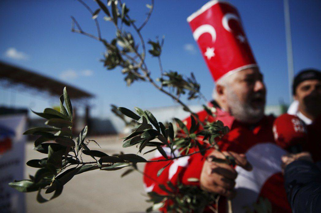 與國際上其他國家的「疑慮」不同,相較之下,土耳其國內的「反戰」聲音顯得微弱。圖為...