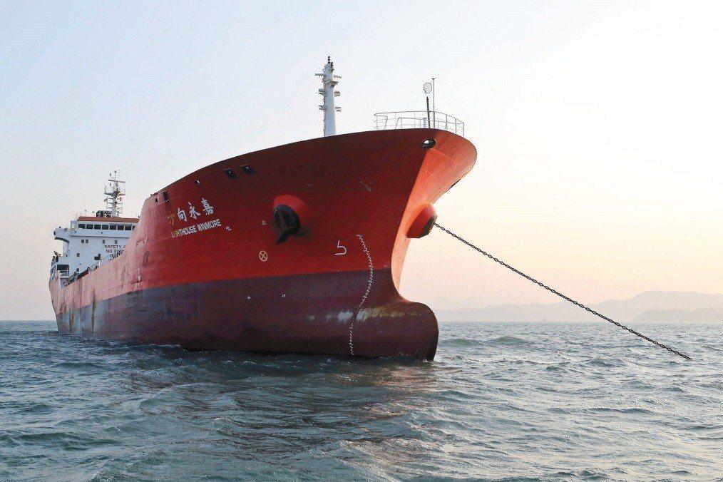 貨船「方向永嘉」在公海上提供北韓船隻原油,違反了聯合國安理會對北韓實施的禁運令。 圖/美聯社