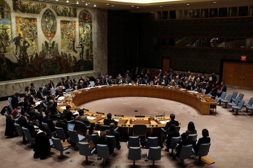 從國際法的觀點來看,聯合國安理會的決議拘束的是會員國,台灣為非會員國,自然無須遵...