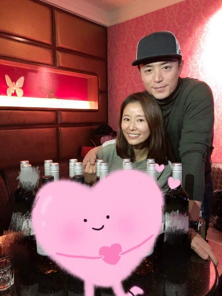 霍建華(右)甜蜜為林心如慶生。圖/摘自臉書