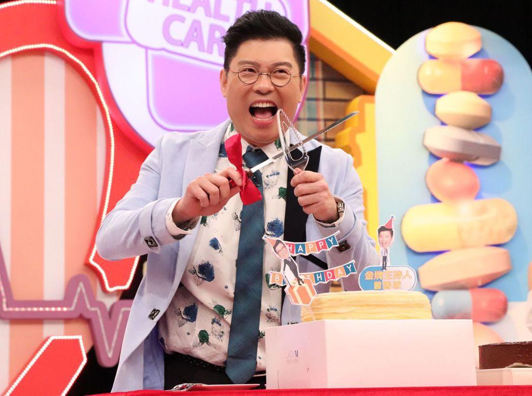 中天「金牌大健諜」為主持人曾國城慶生。圖/中天提供