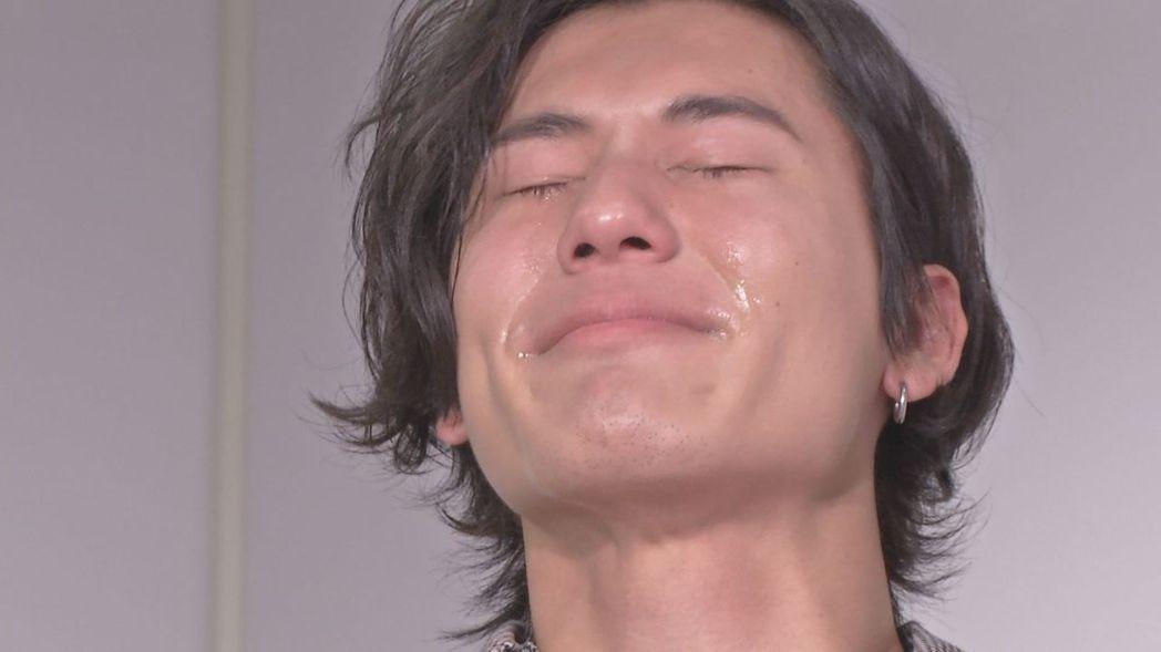 風田哭到累流滿面。圖/八大提供
