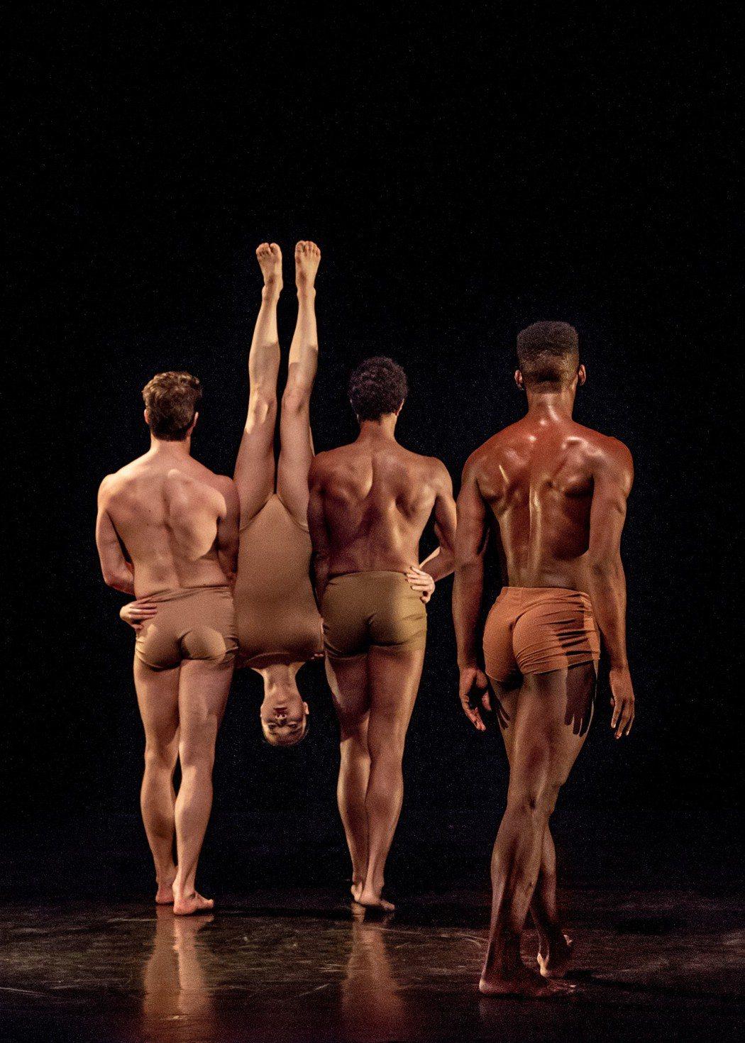 瑪莎葛蘭姆舞團今年三月十六日至十八日第三度來台,國父紀念館舉行公演,其中「悲慟系...