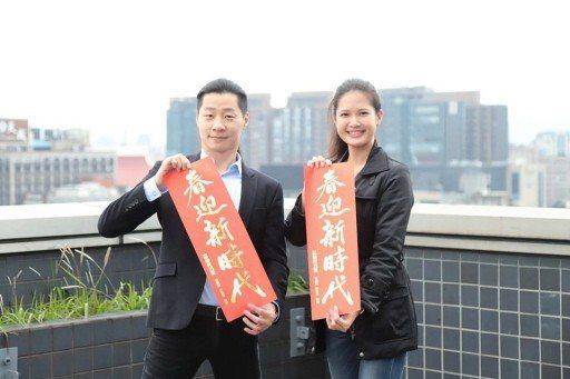 時代力量林亮君(右)將投入台北市中山大同選區的市議員選舉,對上昔日老同事、台北市...