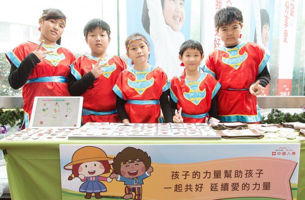 高雄集來國小學童們跨越距離障礙,協助新竹石磊國小學童義賣,體現孩子幫助孩子的共好...