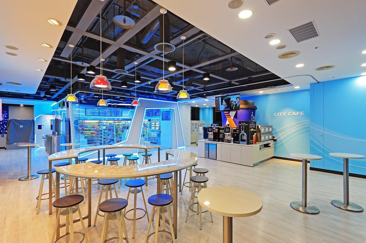 「X-STORE」咖啡自助區與休憩區。 圖/統一超商提供