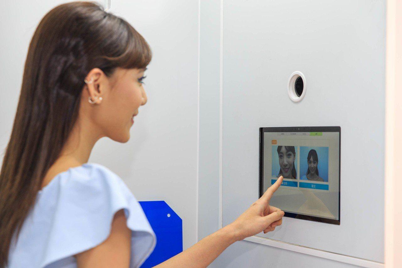 入口旁設置「太空艙」為消費者資料登錄區。 圖/統一超商提供