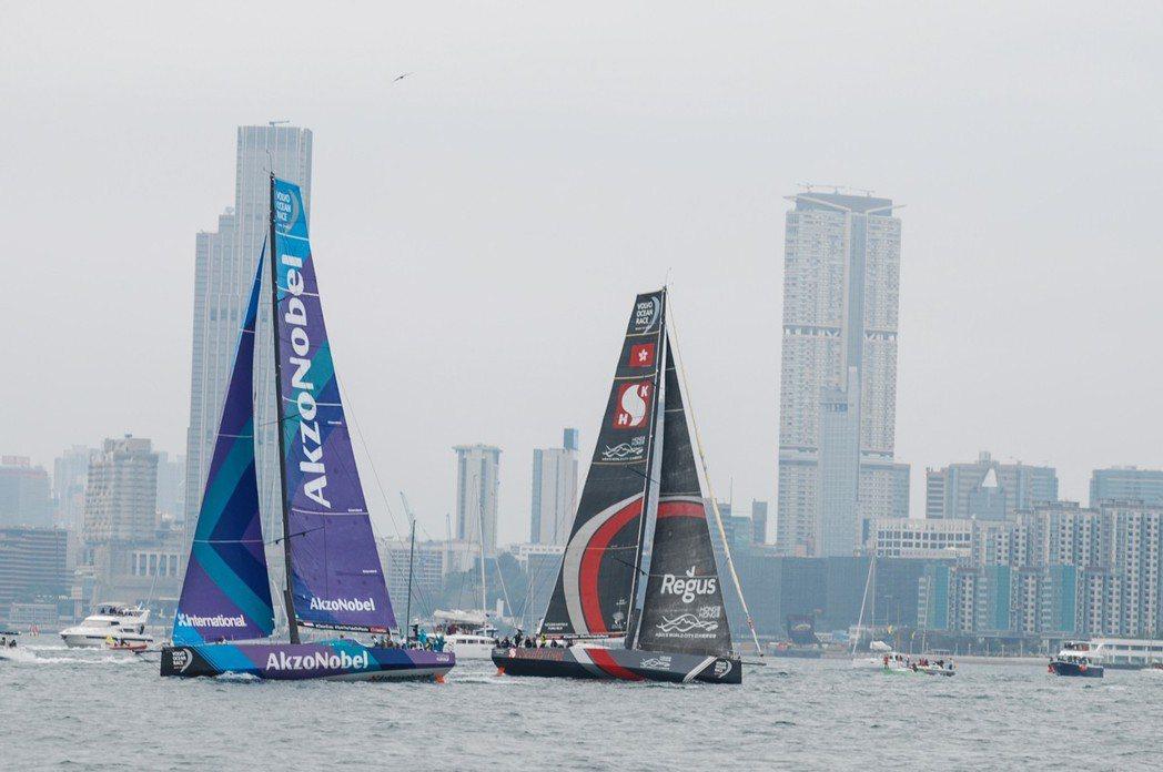香港港內賽最終是由荷蘭籍的 AkzoNobel 率先抵達終點(圖左)。 記者林鼎...