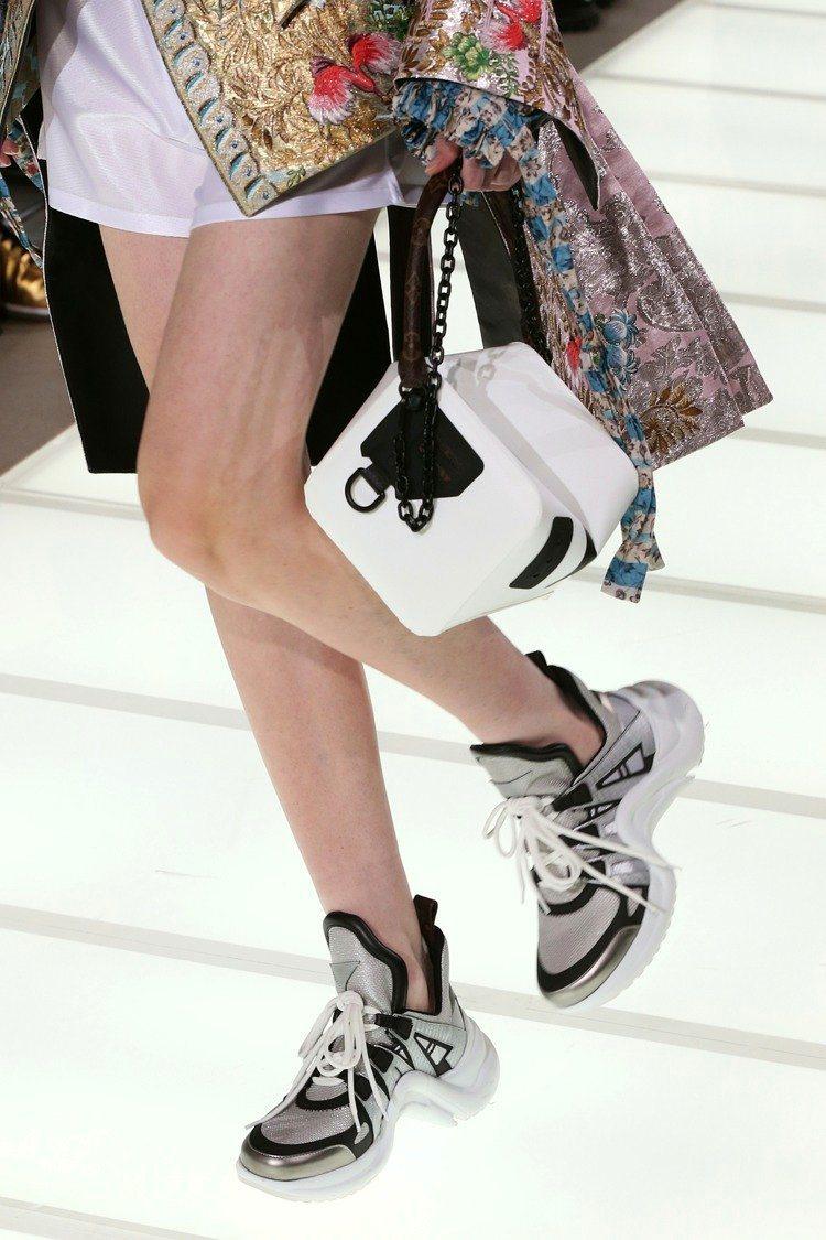LV 2018春夏伸展台上,運動鞋貫穿全場。圖/LV提供