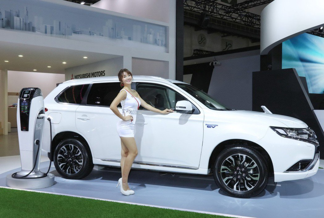 Mitsubishi Outlander PHEV以199萬的售價上市,為台灣市場少數具有插電式混和動力的SUV節能進口車款。 圖/中華三菱提供