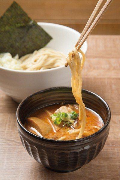 濃厚蝦沾麵230元/小、中、260元/大/濃厚的蝦湯加入熬製10小時的豚骨湯頭,...