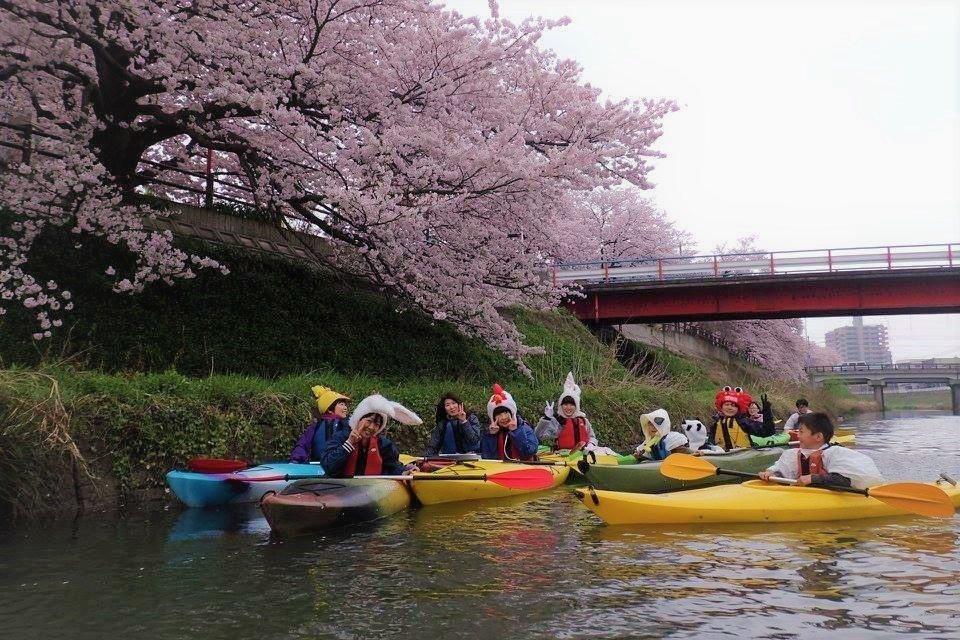 ▲日本鳥取獨木舟賞櫻。(圖/Tripbaa趣吧!達人帶路)