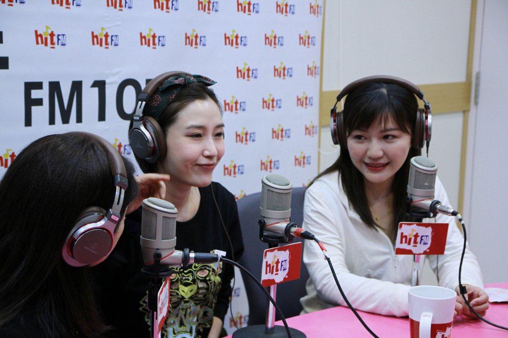 周玉蔻(左起)請余筱萍、吳沛憶到節目中對談。圖/Hit FM提供