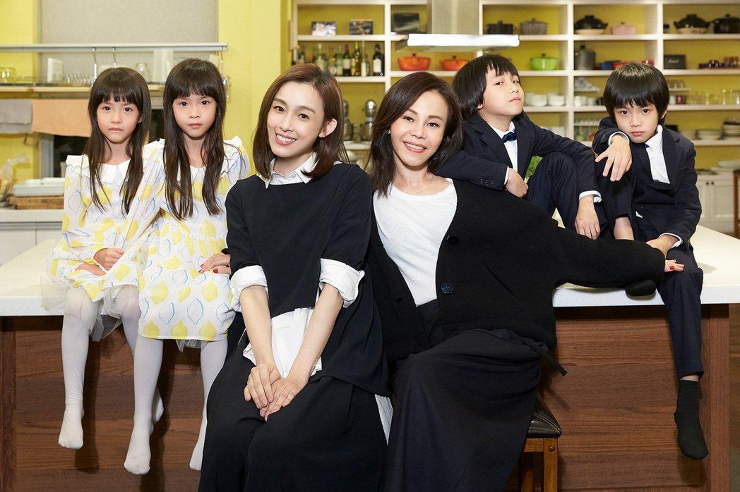 彭佳慧和范瑋琪(右)都是雙胞胎媽媽。圖/索尼音樂提供