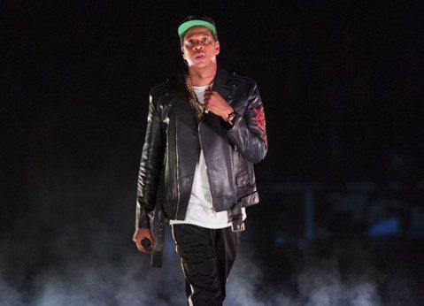 饒舌天王Jay Z很可能是今年葛萊美獎頒獎典禮上最失望的人,今年他以專輯「4:44」風光入圍8項成為賽前大贏家,卻沒想到最後卻一個獎也沒得到。不過Jay Z卻趁這個時機,給了6歲的女兒艾薇一次機會教...
