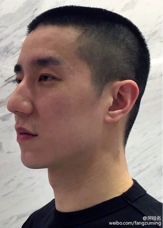 房祖名相隔3年再發微博,宣告首部執導電影「北京晚九朝五」完成。圖/摘自微博