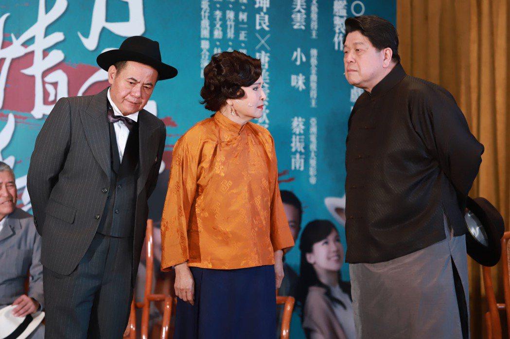 蔡振南(左起)、小咪、羅北安都是衝著唐美雲參與演出。圖/民視提供