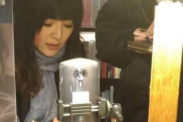 唐綺陽每年必出的星座運勢書終於上市,她30日在台北東區3家書店快閃簽名,每間店僅停留40分鐘,平均一場吸引百名粉絲捧場,為店家帶來4萬元業績。她今年因為工作滿檔,導致運勢書無法如期完成,比去年晚了一...