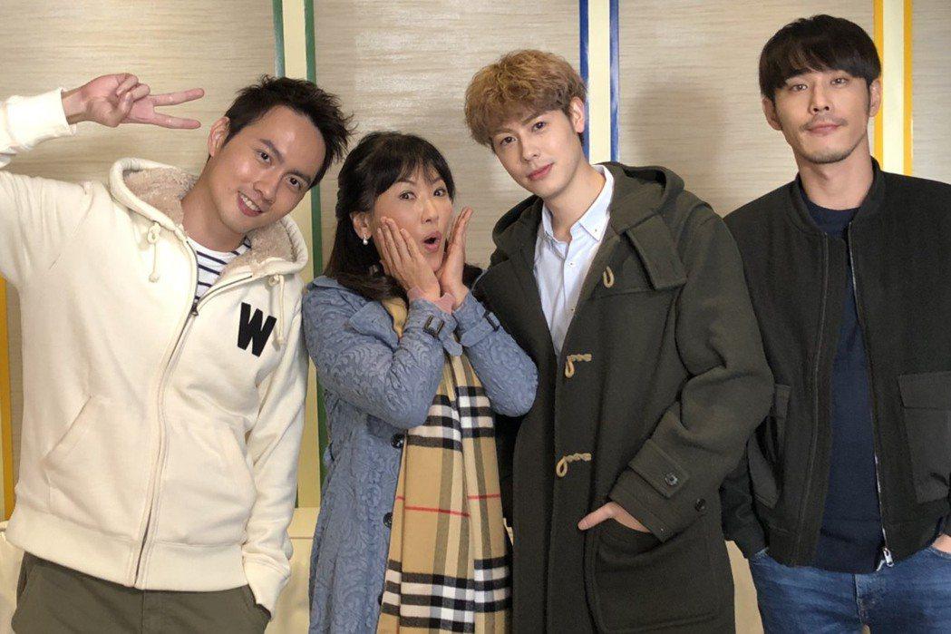 姚黛瑋加入「實習醫師鬥格」和張捷(左起)、Teddy、黃騰浩拍戲覺得超開心。圖/