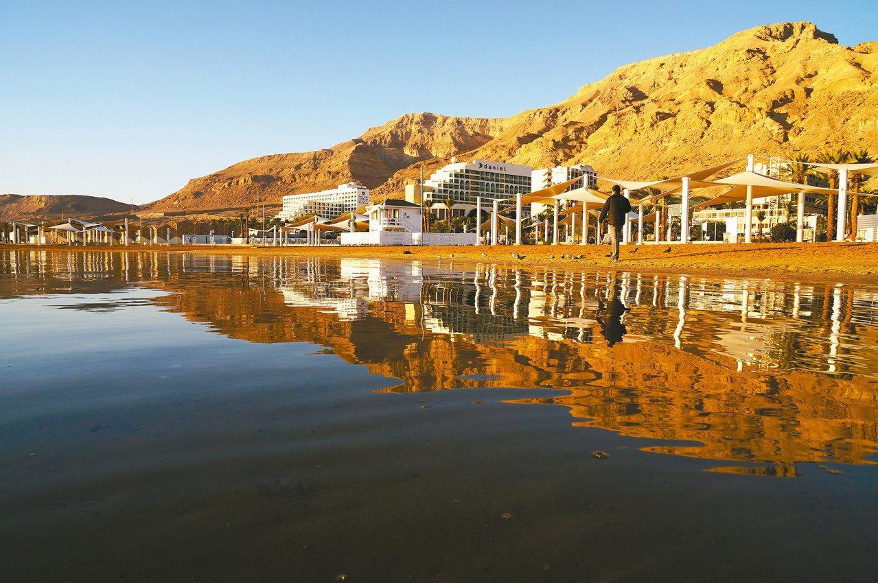 死海南部目前已為度假村、保養品公司所用,呈現另一種面貌。 記者陳睿中/攝影