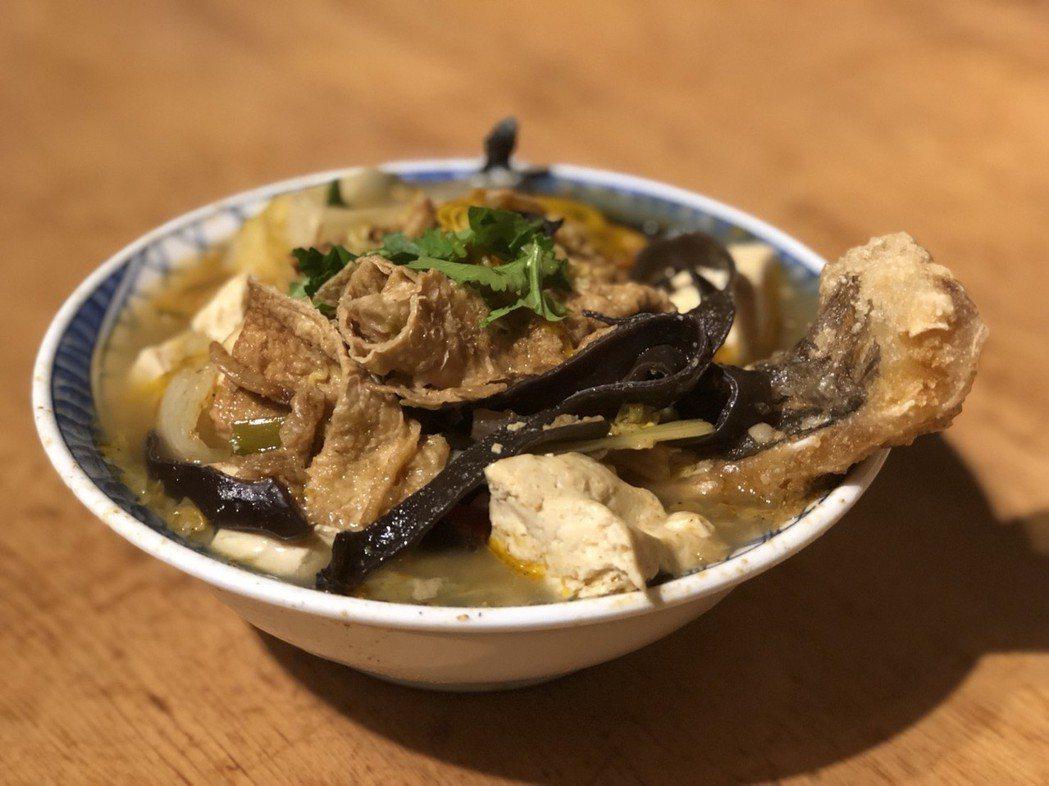 嘉義市議長蕭淑麗的年菜偏好「林聰明沙鍋魚頭」,稱讚料好實在,口味家常。 記者王慧...