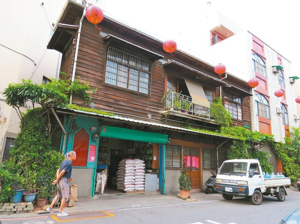 青春記憶猶在,嘉義市木造老屋依舊。