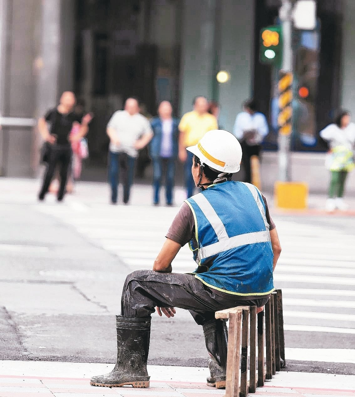不論是打工族、工讀生或是臨時人員,甚至勞工試用期,都必須投勞保,而且享有薪資6%...