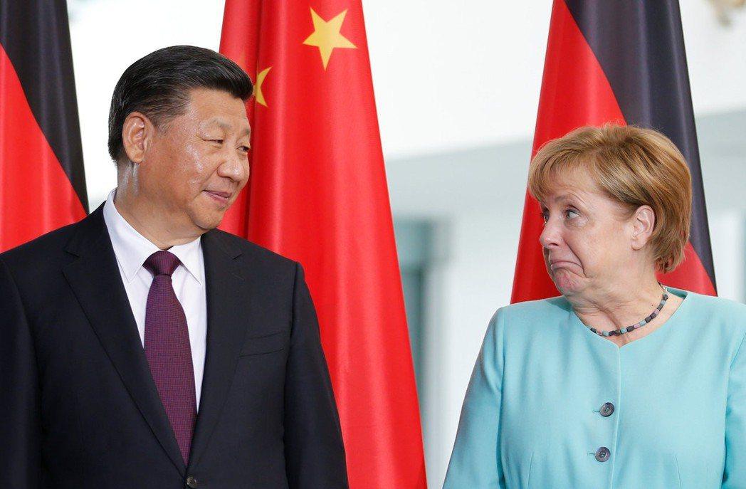 梅克爾當家的德國如「獨斷的實業家」,政經上批評中國人權、智慧財產權薄弱,但不特別...