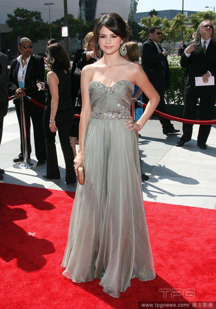 席琳娜2009年穿Marchesa禮服出席葛萊美獎。圖/達志影像