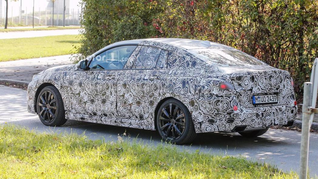 BMW 2 Gran Coupe偽裝車。 摘自motor1