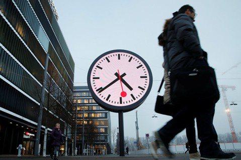 上班八小時,你累了嗎?那麼來試試六小時工時! 圖/路透社
