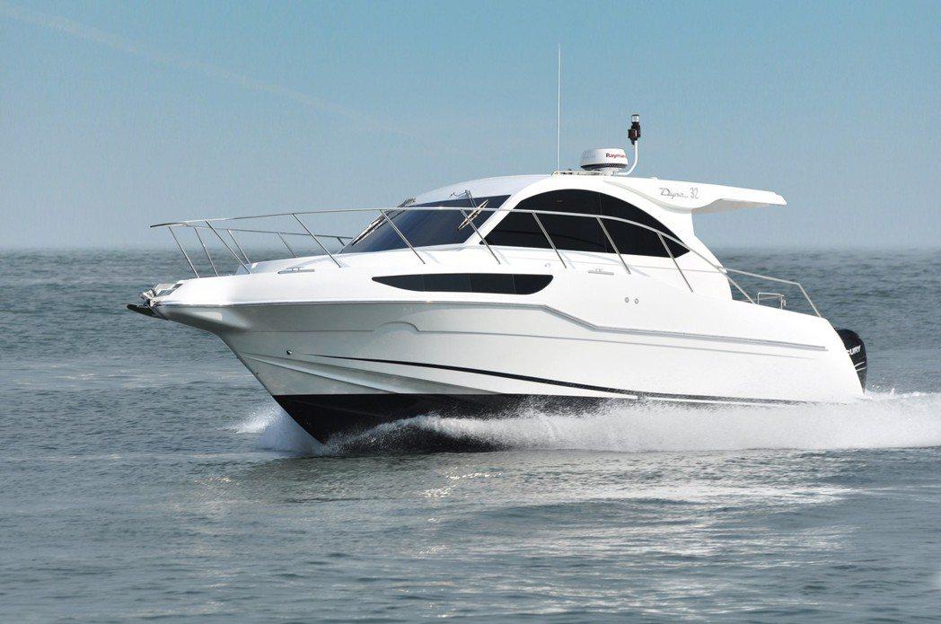 人冠遊艇DYNA YACHTS所推出的Dyna 32,可謂是入門款遊艇。 業者/...