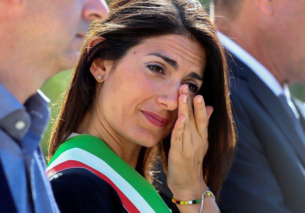 平常與羅馬市長拉吉立場相左的右派政黨,也不會放過這個大好機會,表示如果說她連聖誕...