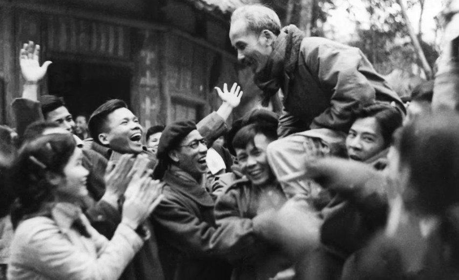 「愛國的同胞們,你們聽得見嗎?」 圖/截自HISTORY頻道