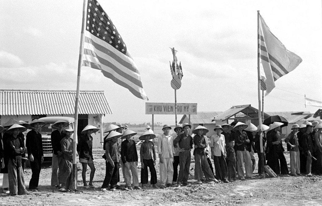 羅斯福的主張與殖民地託管的想法,以及美國收復菲律賓並給予戰後獨立的承諾,都讓美國...
