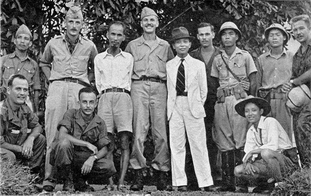 美國和越南的直接接觸是從珍珠港事變後、美國戰略情報局(OSS)與越盟的合作。圖中...