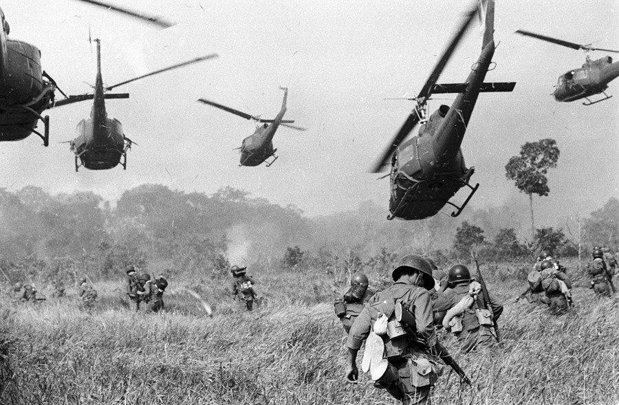 美國地面部隊正式捲入這場戰爭、讓戰爭規模升級,都是這場政變的影響。 圖/美聯社