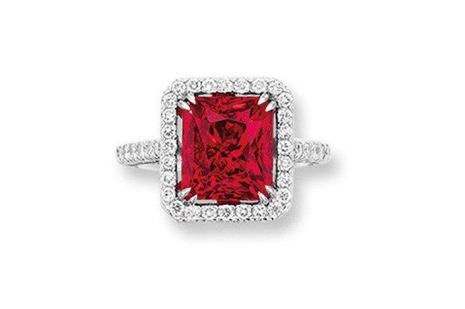 5.13克拉緬甸無加熱紅色尖晶石鑽戒(Lot 189)。成交價21萬港元。