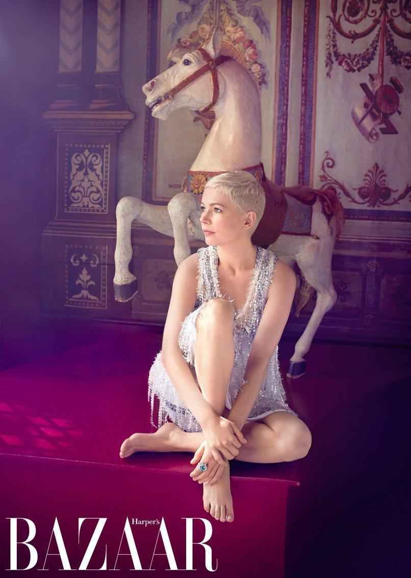 洋裝,Louis Vuitton;戒指,Louis Vuitton Fine J...