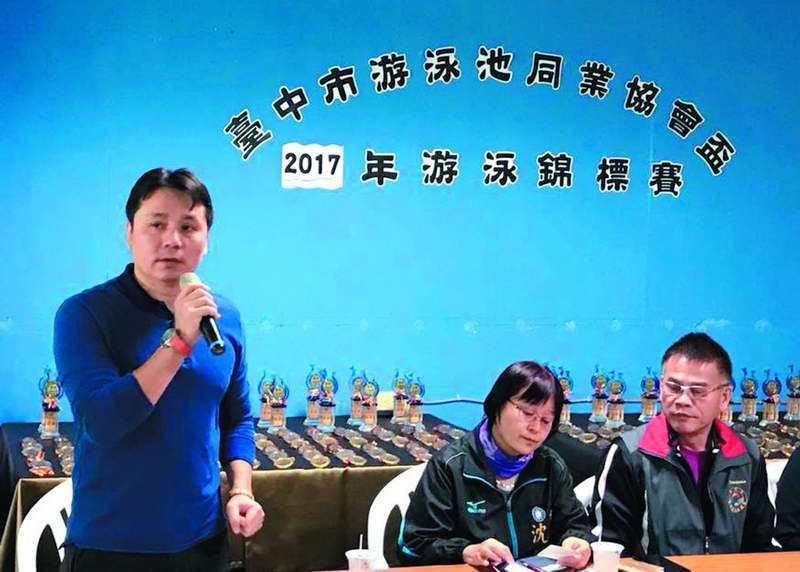 現任泳協理事長許東雄已經宣布「裸退」,台中國家隊教練曾正宗(左一)將參選理事長。...