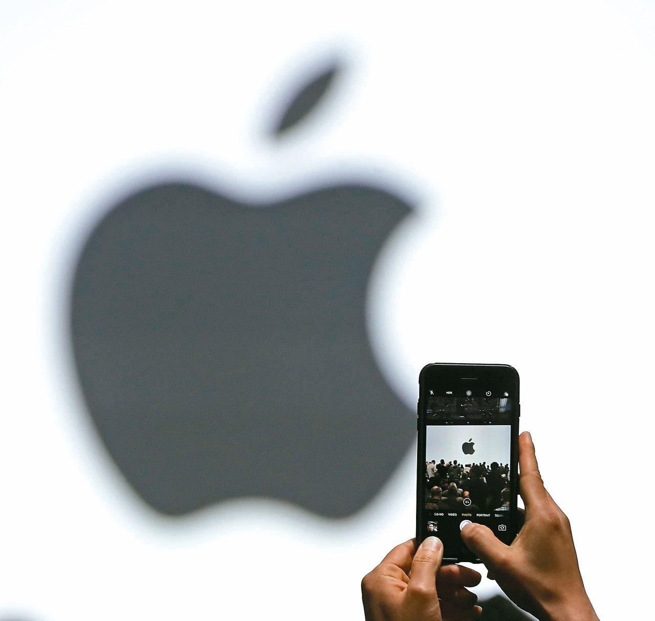 美國司法部和證管會對蘋果iPhone「降速門」展開調查。 路透