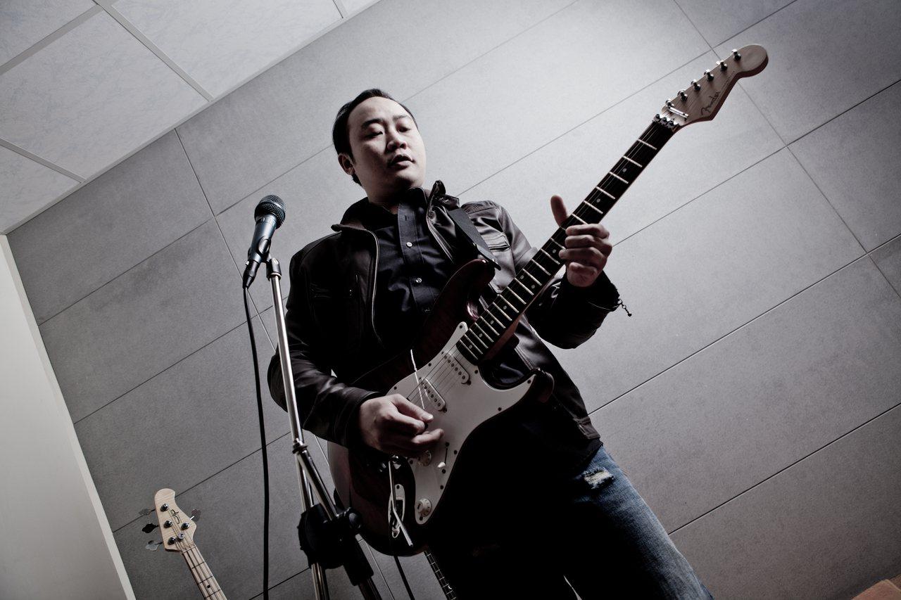林育丞大學期間擔任樂團吉他手。圖/林育丞供應
