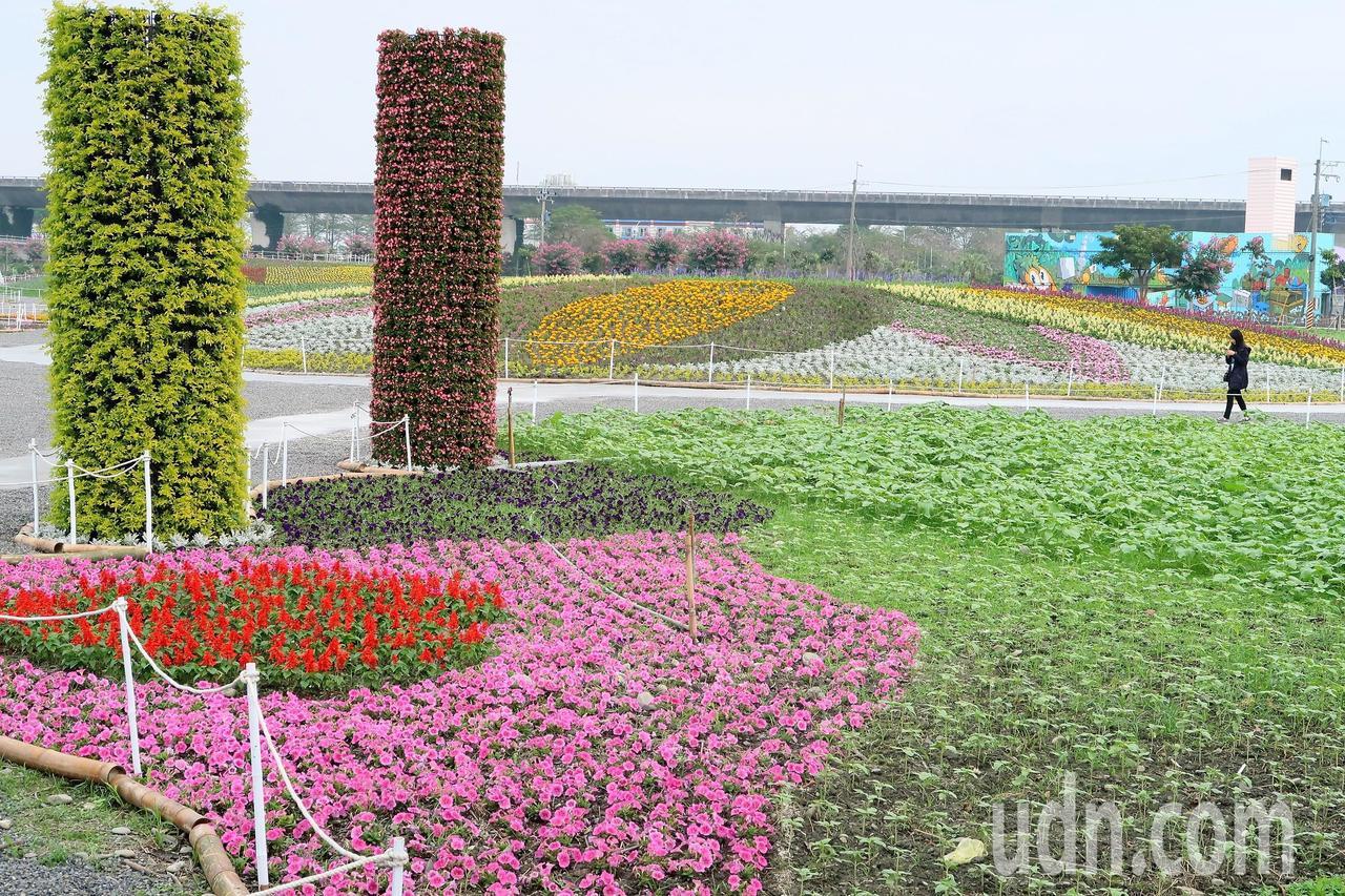 屏東熱帶農業博覽會周六開園,園區內的迎賓花園更顯五彩繽紛。記者翁禎霞/攝影