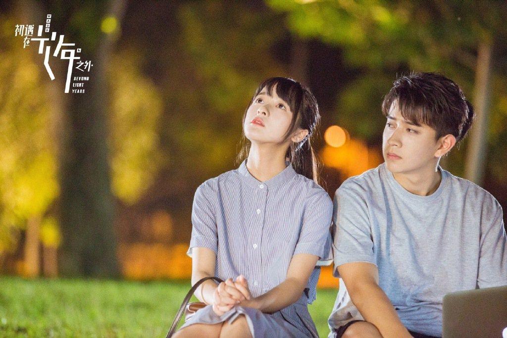 徐嬌(左)、陳若軒主演「初遇在光年之外」。圖/CHOCO TV提供